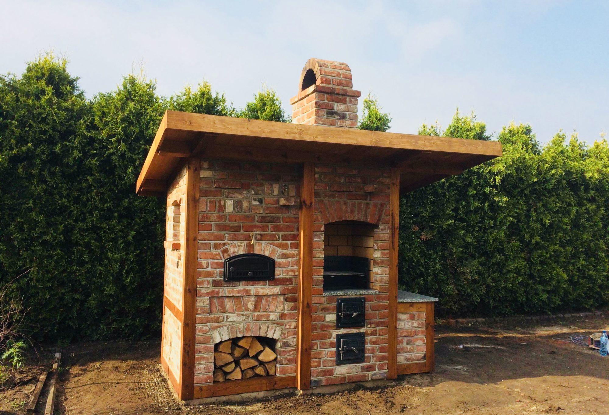 Chłodny Grill ogrodowy murowany | Grill murowany w ogrodzie z cegły HT83